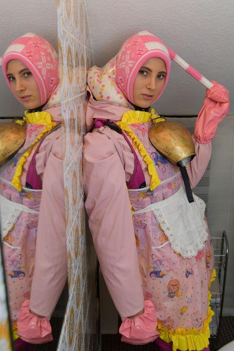 تحب الفتيات الألمانيات خدمة المسلمين - maids in plastic clothes