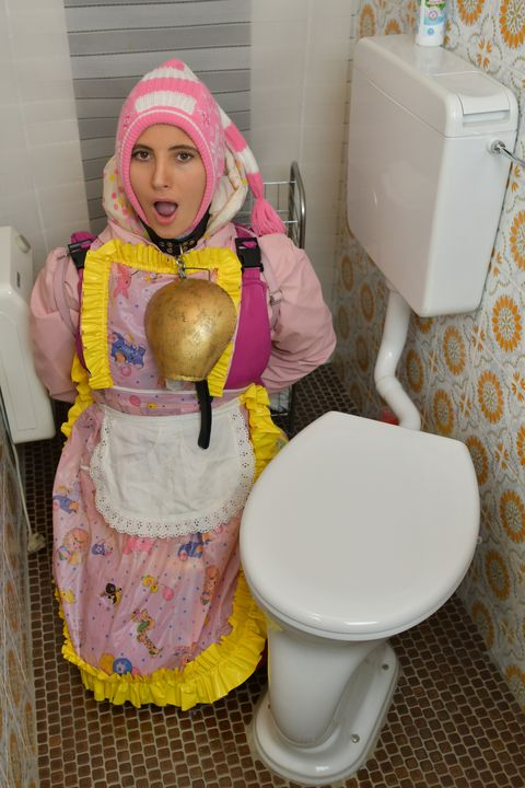 frenchmaid Jannezulma on duty - maids in plastic clothes