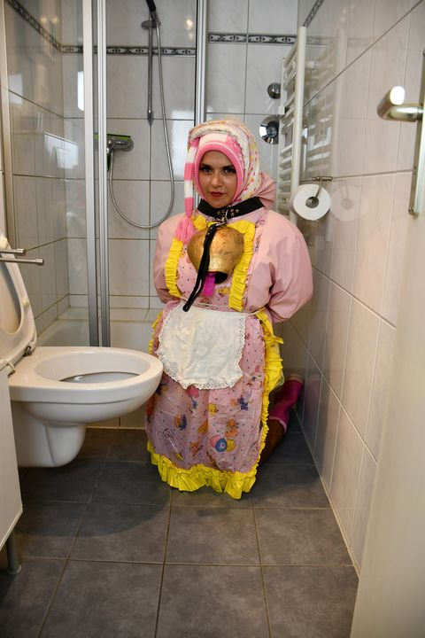 Alis Toilettenmädchen Fenneke - maids in plastic clothes