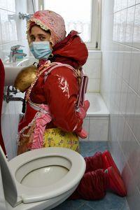 eğitimli tuvalet kızı