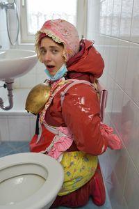 훈련 된 화장실 소녀