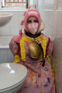 toiletgirl Ailika on duty