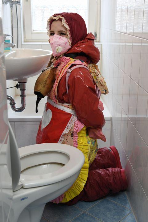 Seite 104 - maids in plastic clothes