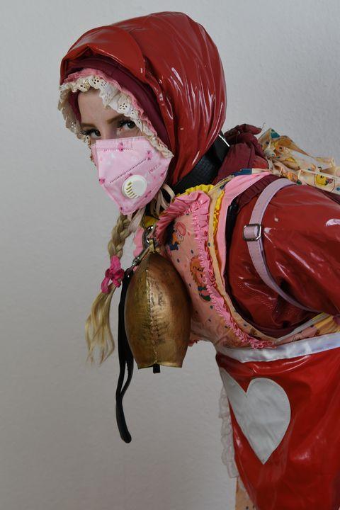 Kauçuk burkadaky nemes gyzy - maids in plastic clothes