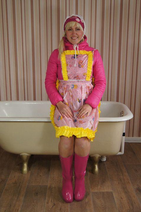 Gumminutte fregona-zulma - maids in plastic clothes