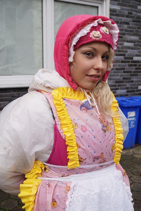 maid zulmapadrusnika chatting up - maids in plastic clothes