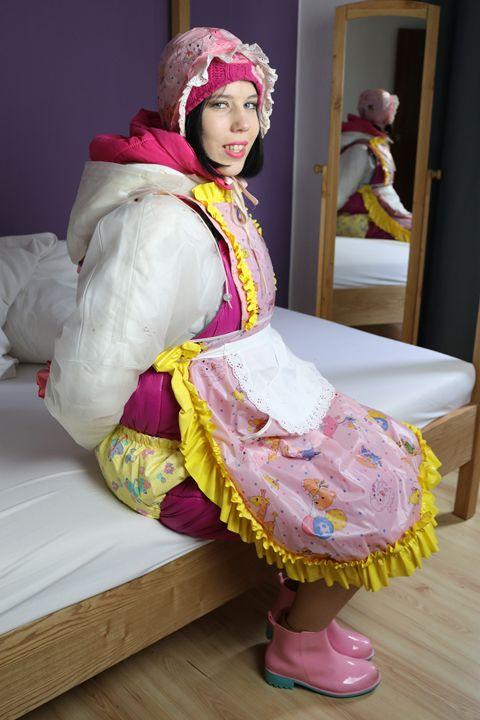 maid gorlasberma in hotpants - maids in plastic clothes