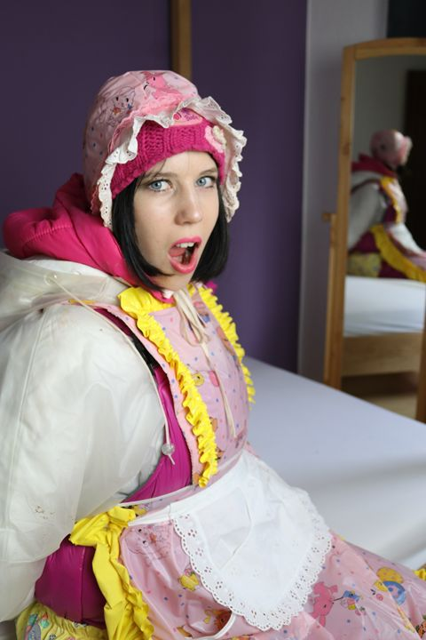 maid gorlasberma taking up - maids in plastic clothes