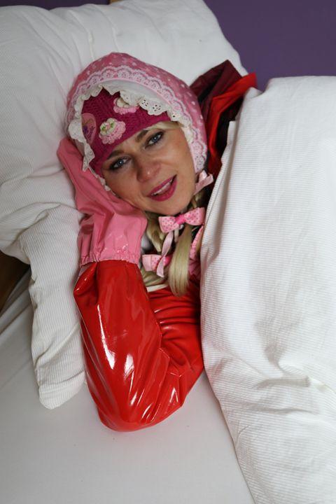 die süße Gumminutte paglaschasberma - maids in plastic clothes