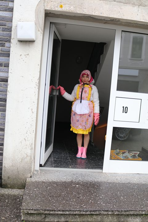 """maid minjta says: """"Welcome!"""" - maids in plastic clothes"""