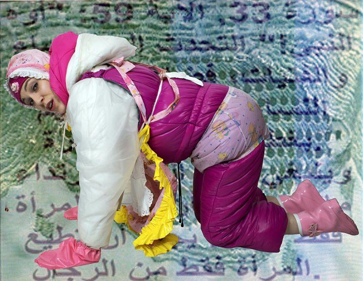 kneelingmaid fahischezulma in Orient - maids in plastic clothes
