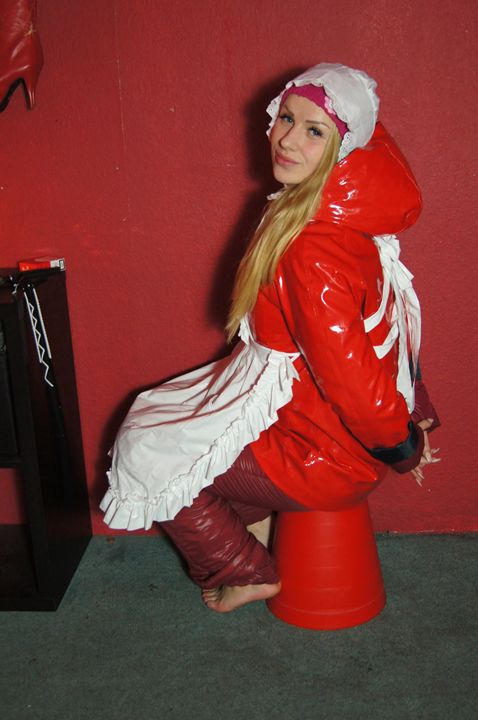 scullerymaid sissy-zulma - maids in plastic clothes