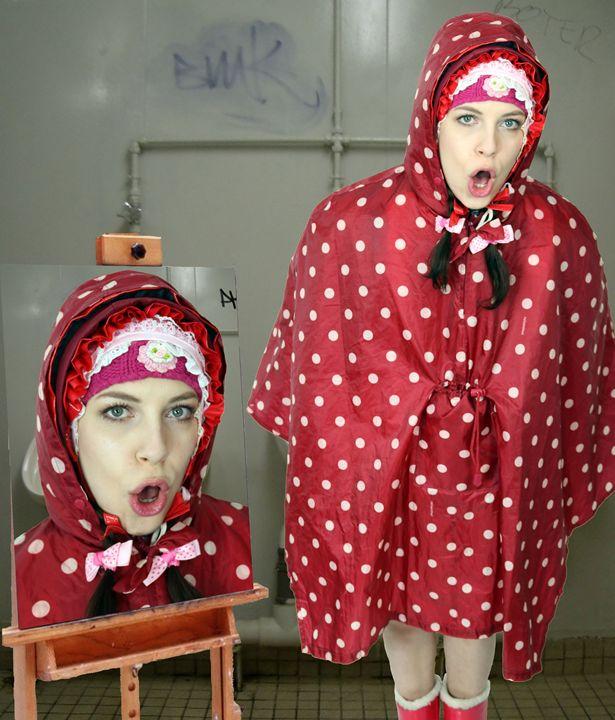 loomaid fahischezulma - maids in plastic clothes