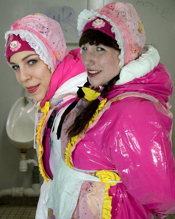loomaids fahischezulma mastizulma - maids in plastic clothes