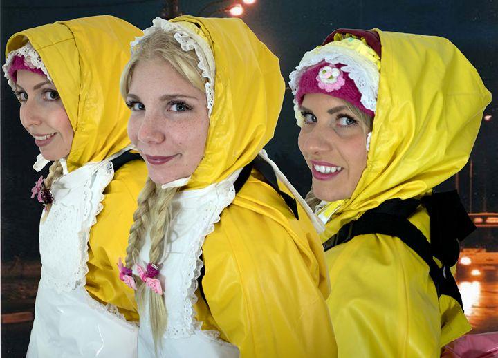 Mädchen im Friesennerz - maids in plastic clothes