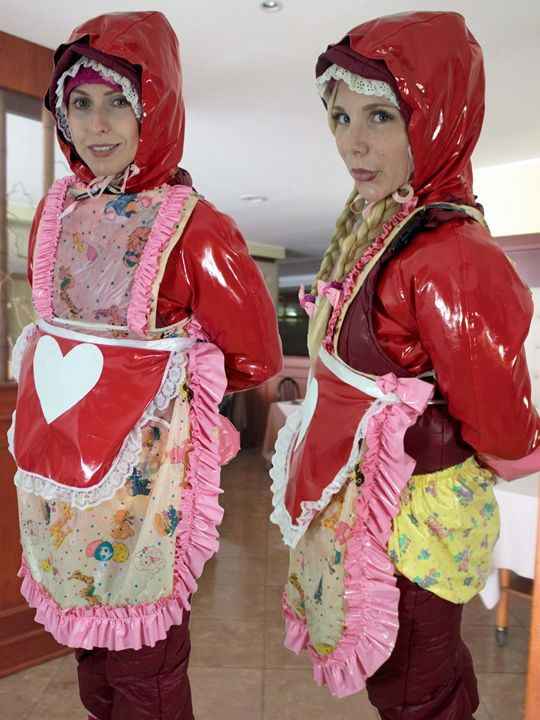 waitresses patliwajaschljucha and im - maids in plastic clothes