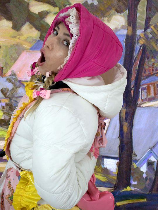 Zofe minjeta im Frühling - maids in plastic clothes