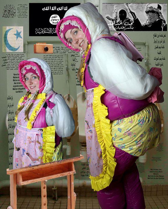 gummierte Toilettennutte kaaspakket - maids in plastic clothes