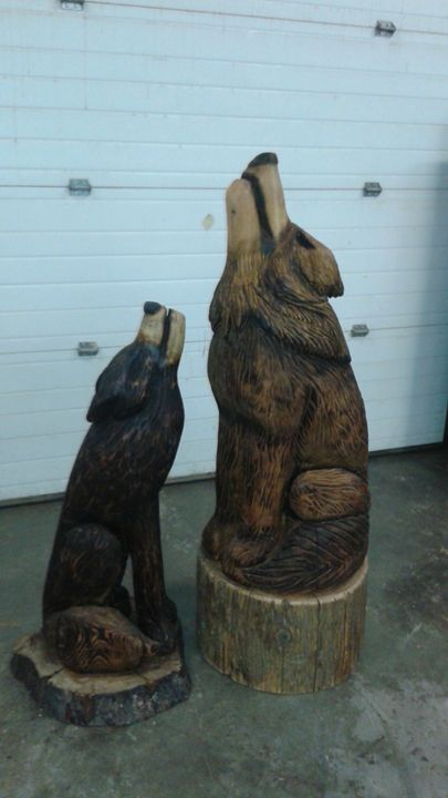 Male and female howling wolves cochrane creations chainsaw carving
