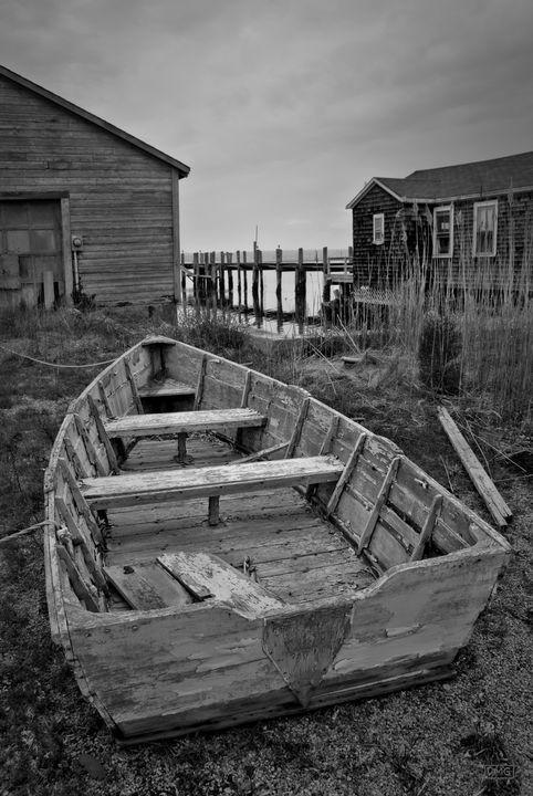 Old Wooden Boat BW - Dave Gordon Arts