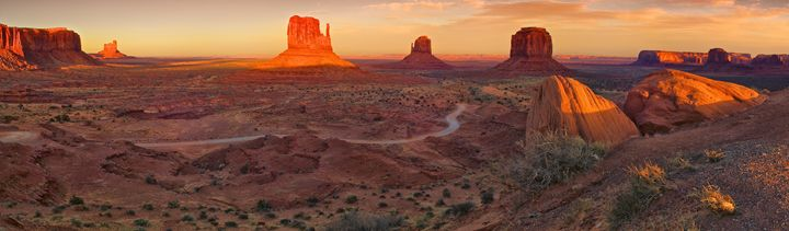 Monument Valley Panorama - Roy Breslawski Nature Photography