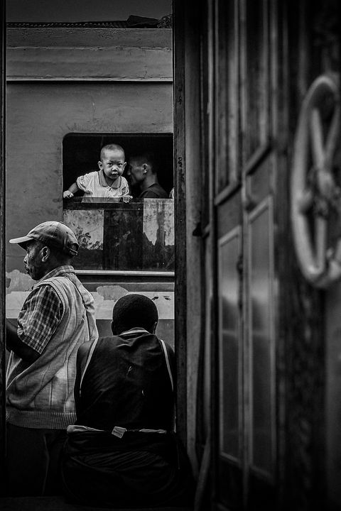 Look at the window - Pierre-Yves Babelon