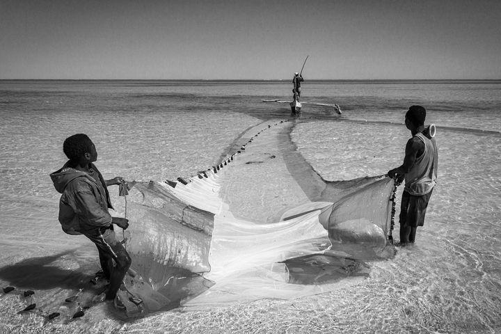 Lagoon fishermen - Pierre-Yves Babelon