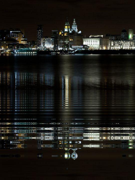 Liverpool city night life - digitize83
