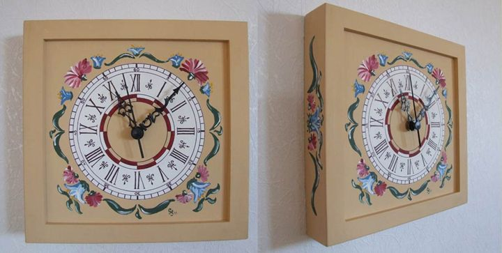 Wall clock - beige colour - Lenn-Art