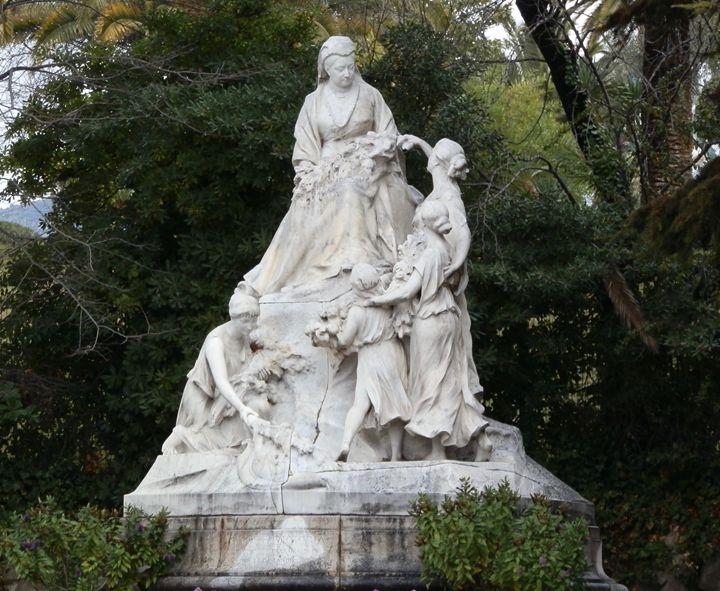 Statue of Queen Victoria - Margaret LN Brooks