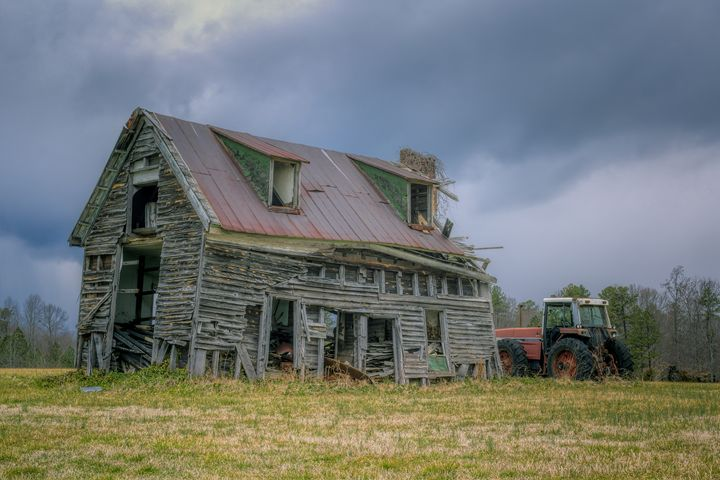 Abandoned Farmhouse - Sean Toler Photo