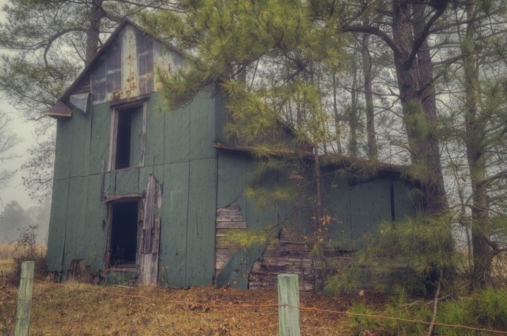 The Old Green Barn - Sean Toler Photo