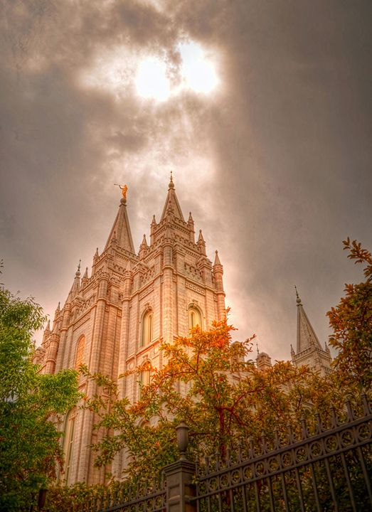Heaven Shining Down on the Temple - Sean Toler Photo