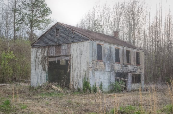 Workshop in Disrepair - Sean Toler Photo