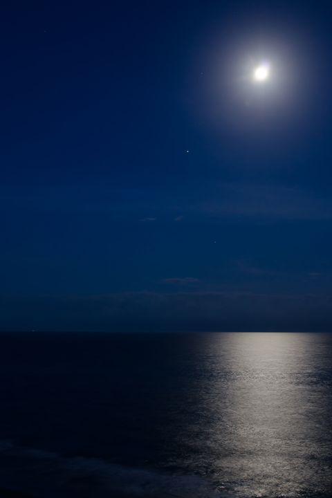 Moonlight on the Ocean - Sean Toler Photo