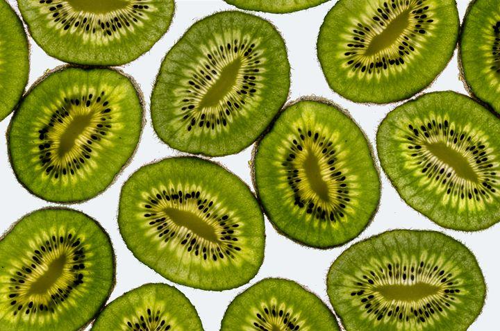 Vibrant slices of kiwi fruit - JvGorp