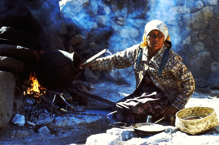 Umariza Woman Making Pinole - SIERRA TARAHUMARA PICTURES