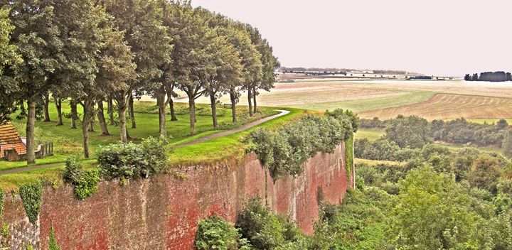 Montreuil, medieval ramparts - Quentin Haslam