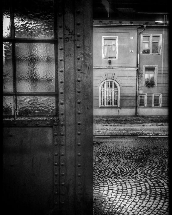 trainstation building  door - EUGENE  JONAI