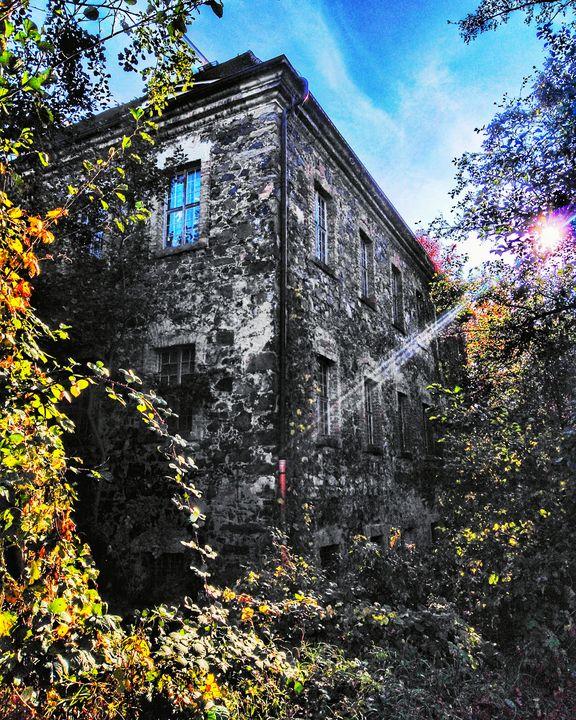 Tauchritz Manor by the Lake - EUGENE  JONAI