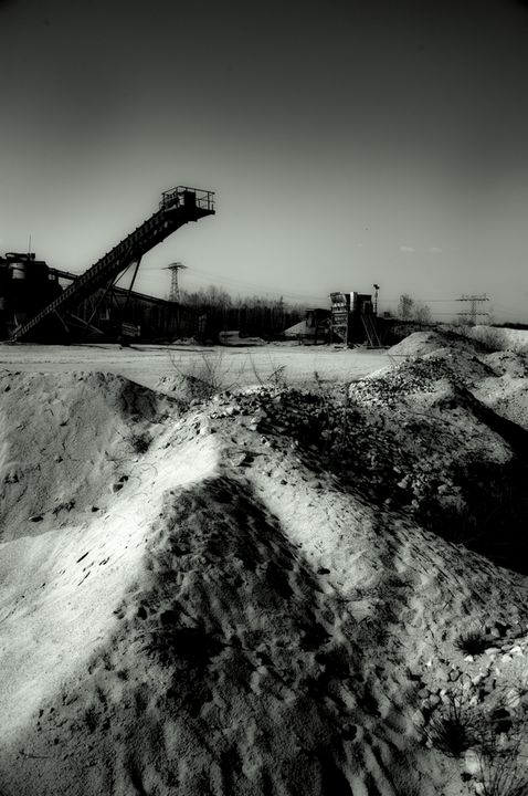 sand quarry - EUGENE  JONAI