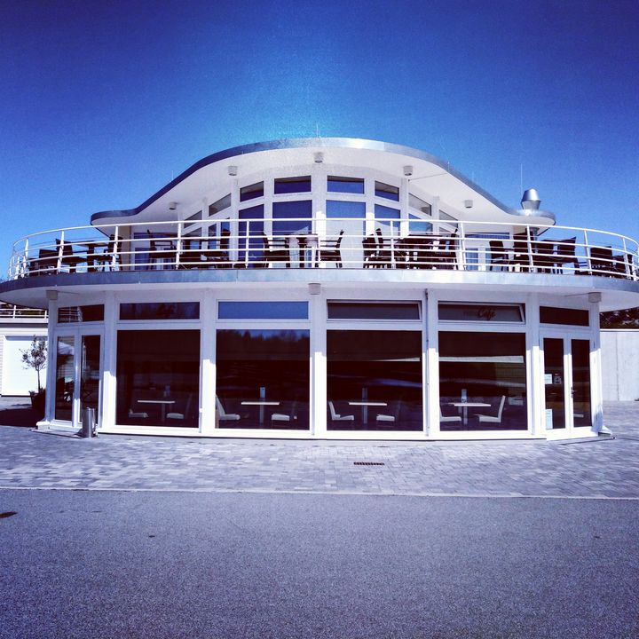 modern restaurant with terrace - EUGENE  JONAI