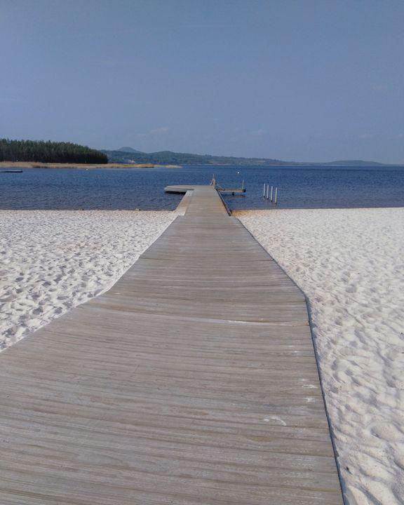 white sand   beach - EUGENE  JONAI