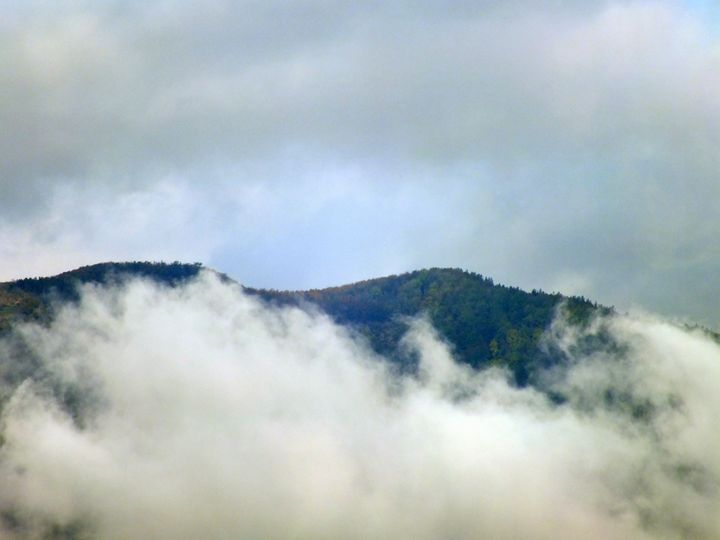 Mountain and Cloud - Vanessa Schlachtaub Bruni