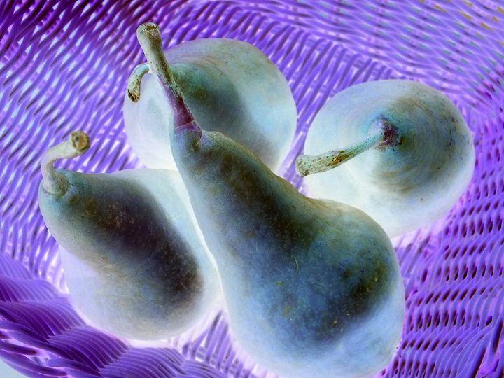Pears in a basket - Vanessa Schlachtaub Bruni