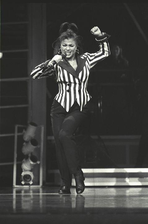 SInger Paula Abdul Concert Photo - Front Row Photographs