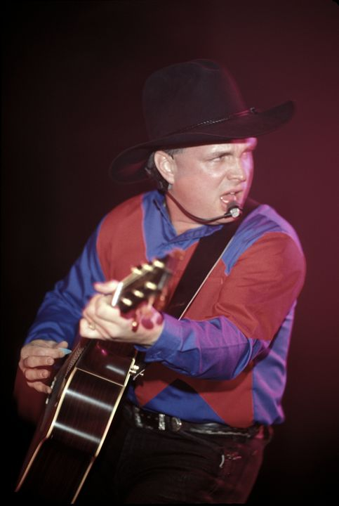 Musician Garth Brooks Concert Photo - Front Row Photographs
