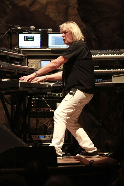 Asia Geoff Downes Color Photo - Front Row Photographs