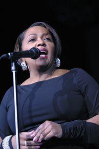 Singer Anita Baker Color Photo - Front Row Photographs