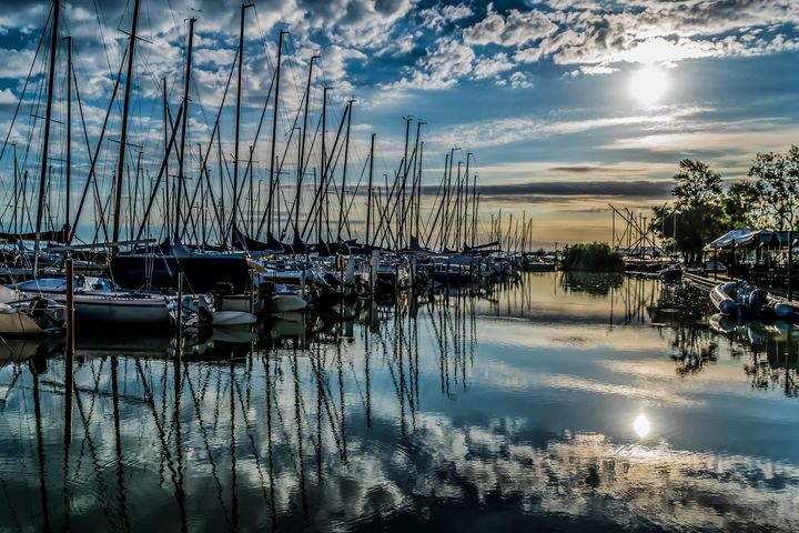 Yacht Harbor at Summer Morning - Anita Vincze